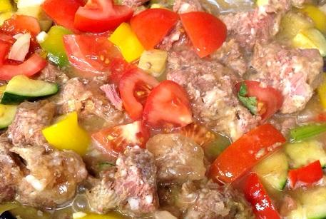 Баранина с овощами и фалафелем