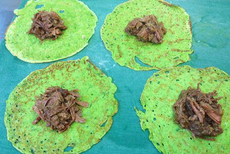Блинчики с зеленью и тушеной бараниной рецепт с фото