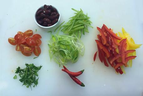 Нарезать овощи для фахитос