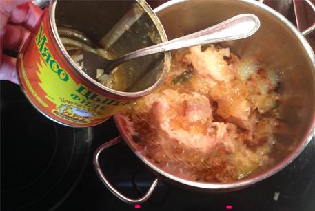 Купить куриную тушенку для консоме с домашней лапшой и белыми грибами