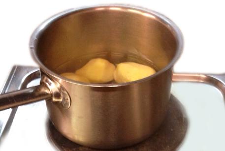 Отварить картофель для крокетов с картофелем и свининой