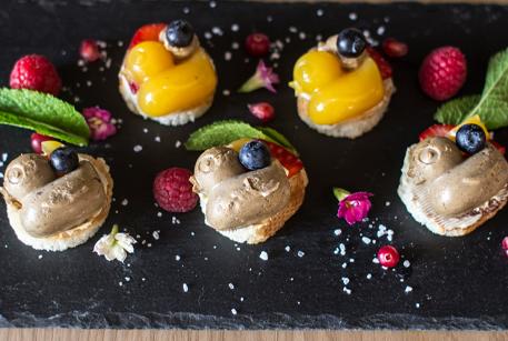 Закуска с паштетом из печени Le Паштэ в стиле детского меню