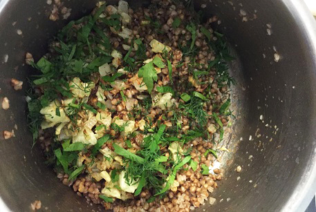 Рецепт от шеф-повара - печеная редька, фаршированная свининой, гречневой кашей и зеленью