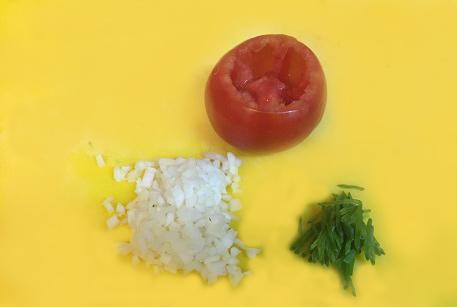 Измельчить луковицу для мясной начинки