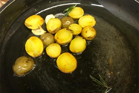 Рецепт салата с солеными груздями от шеф-повара