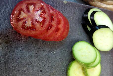 Порезать овощи для запеканки